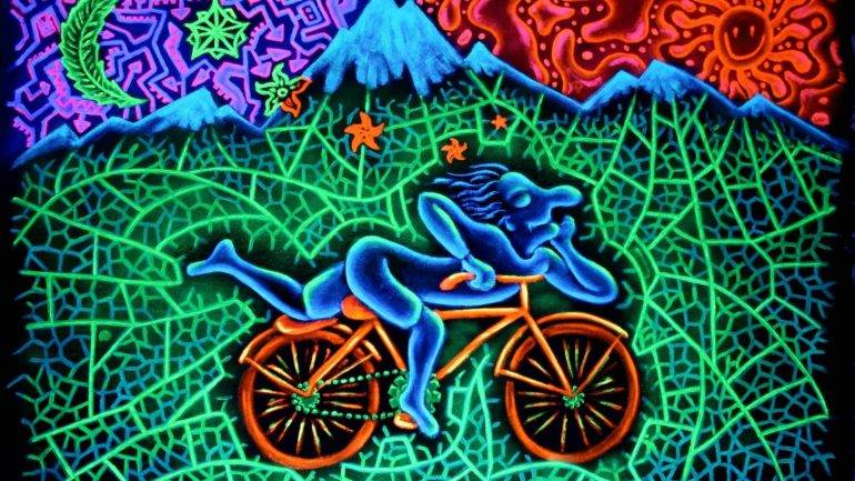 Why Doctors Can't Give You LSD (But Maybe They Should)